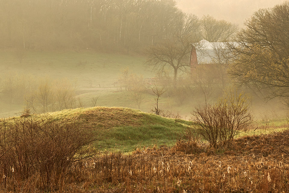 14.-Barn-in-fog-near-Lone-Rock