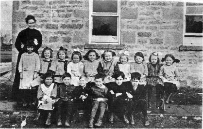 1912 Avoca School class. Courtesy Village of Avoca