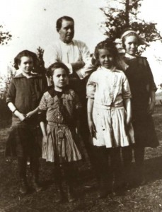 Will Fitzsimons and daughters (from left) Berniece, Laura, Alice and Anne