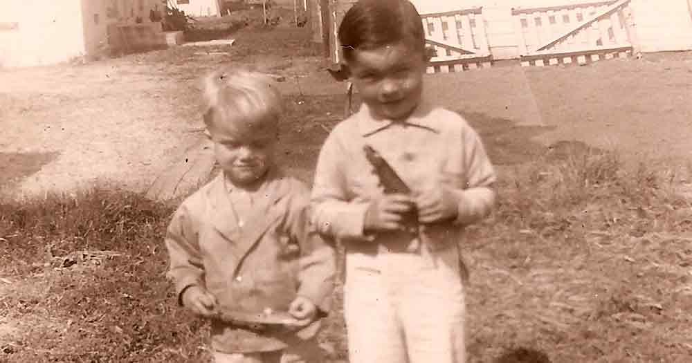 2 little boys